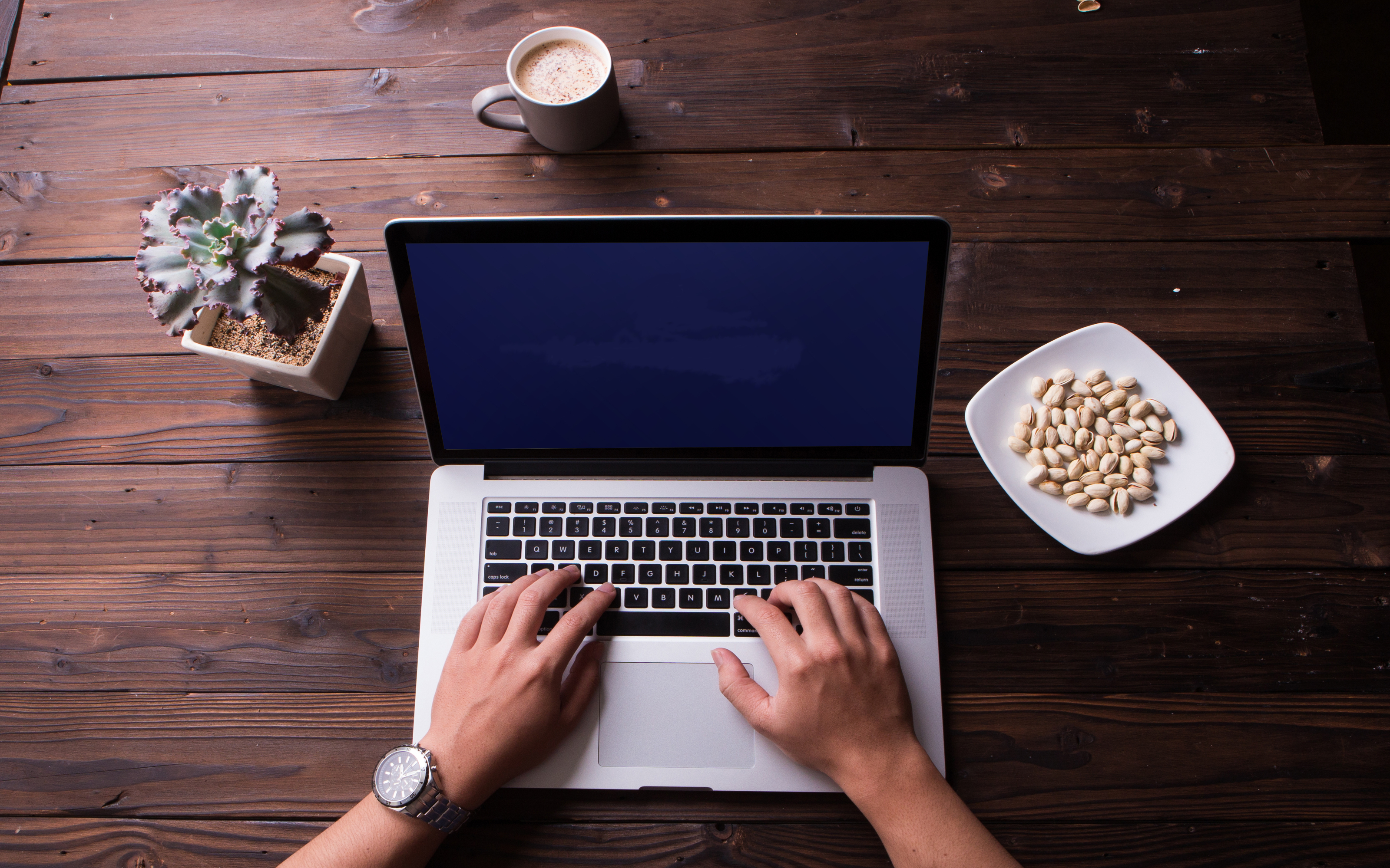 Online will writing on laptop